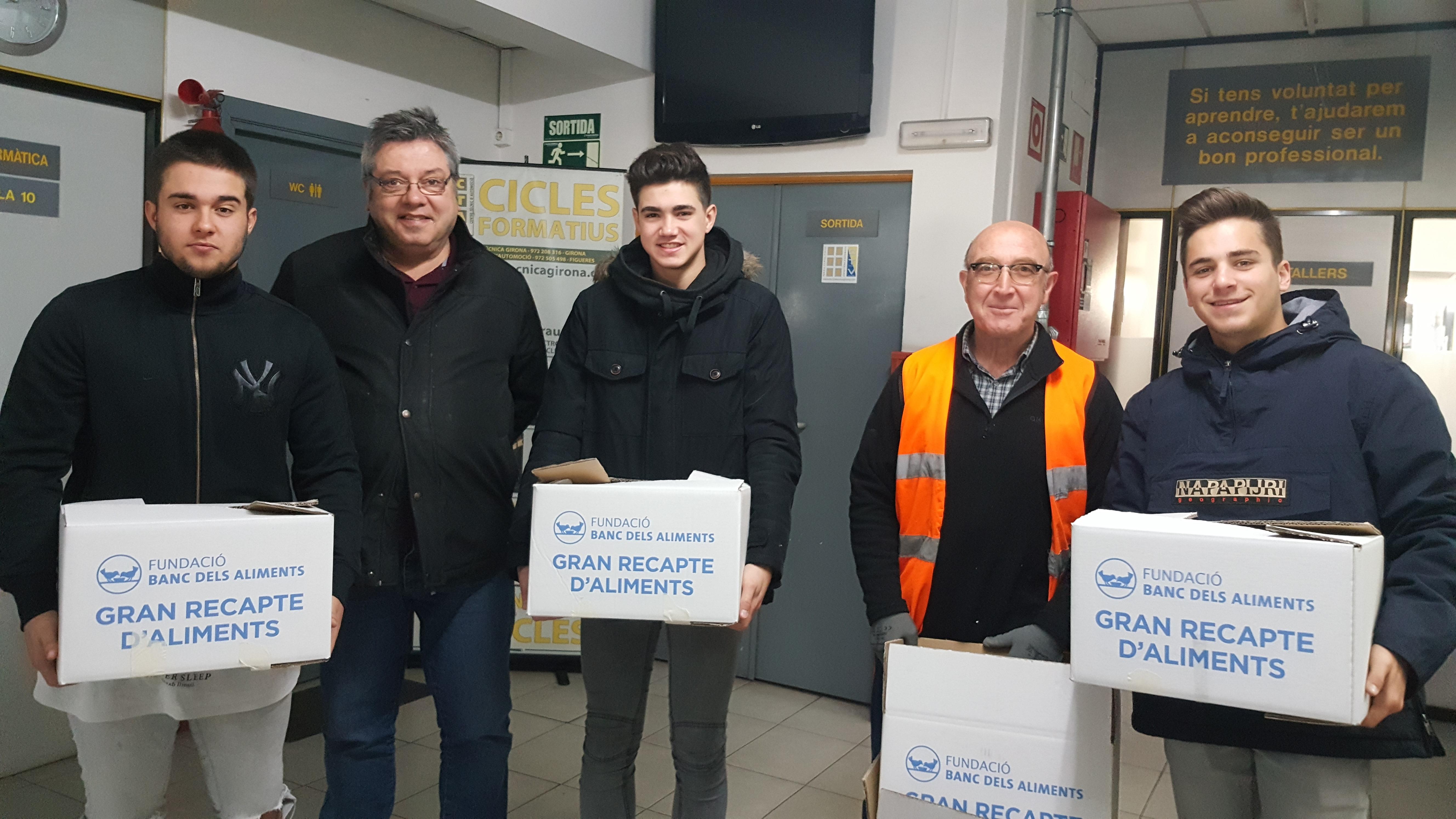 Els alumnes de l'Escola Tècnica Girona recapten aliments