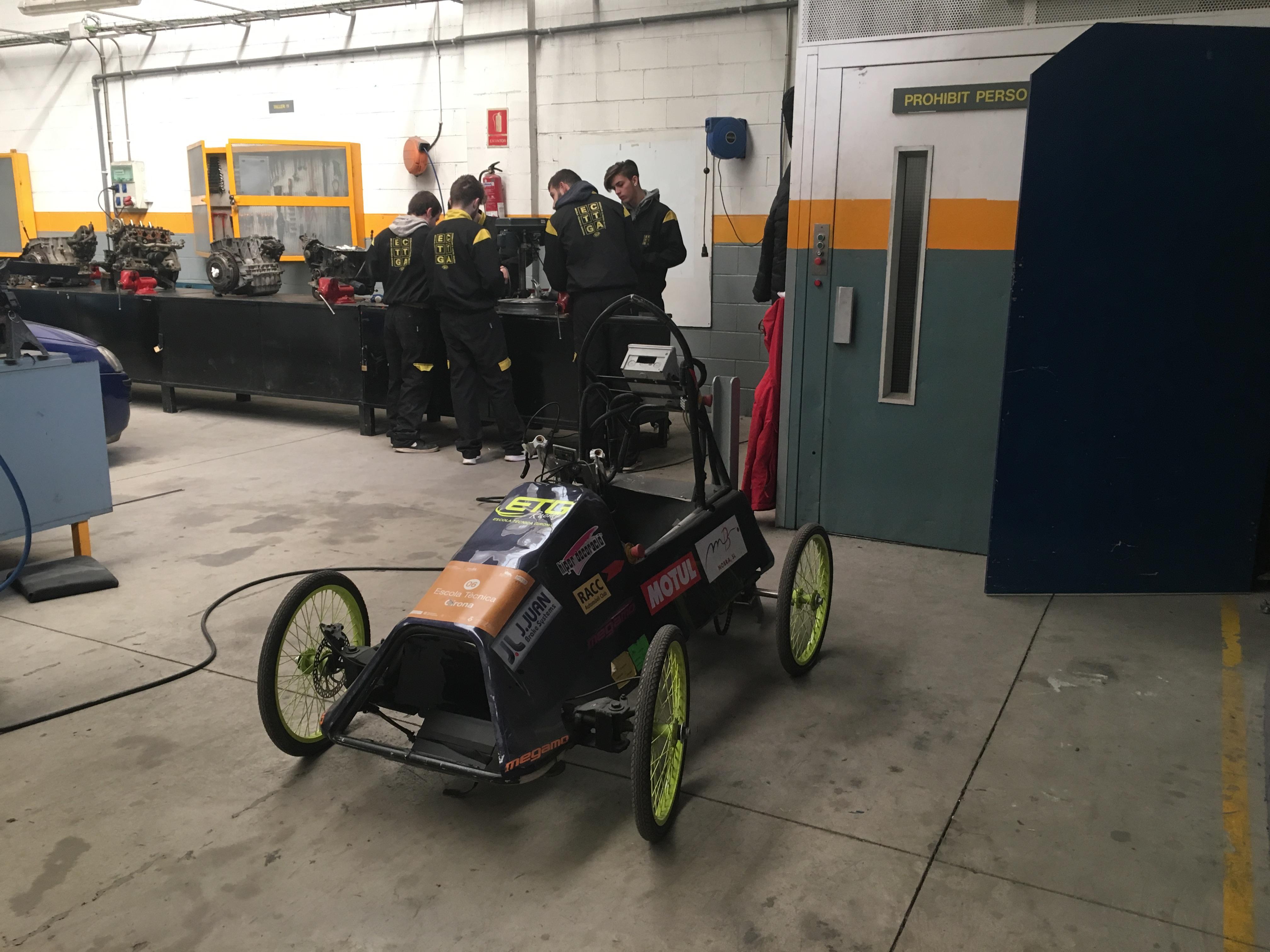 Els alumnes ja preparen el nou vehicle elèctric per a l'ElectroCat